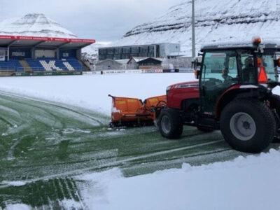 KÍ Stadium being cleared of snow (Image credits: Norðlýsið)